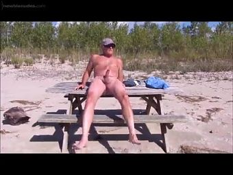 JERKING OFF AT THE PARK