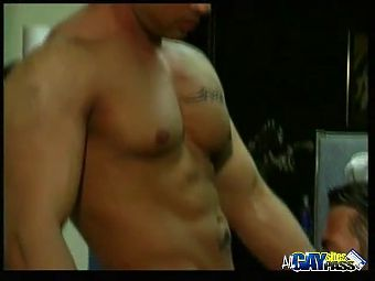 Muscle Hunks Cock Sucking