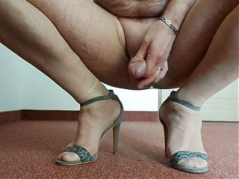 Afternoon mastrubation in nylon and sandals