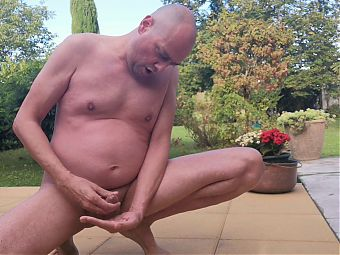 Bearapoil1 Cum in Garden !